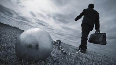 「我慢」が前に進む力を奪う……(写真:Vibe Images/Shutterstock.com)