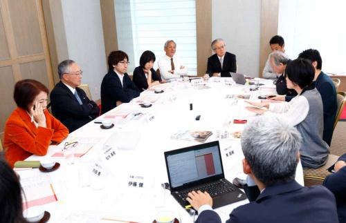 日本イノベーター大賞の選考会の様子(写真:竹井俊晴)