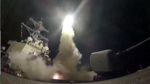 クルーズミサイルを発射する米駆逐艦ポーター(提供:Mass Communication Specialist 3rd Class Ford Williams/U.S. Navy/AP/アフロ)