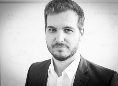 マティアス・マイナー(Matthias Meiner)氏。1987年生まれ。ミュンヘン工科大学の博士課程でロボット工学を研究していた2015年に、現CEOのダニエル・ウィーガンド氏に誘われ、リリウム・アビエーションの創業に参画する。同社では、航空機制御全般の技術統括を務める。