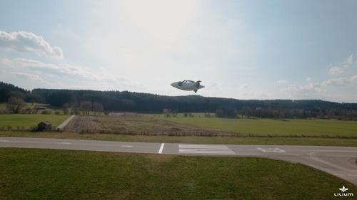 今年4月には、開発中の機体のテスト飛行に成功した