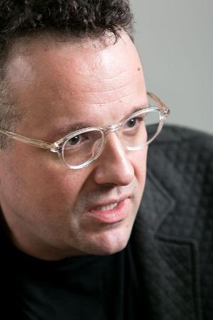 <b>フィル・リービン(Phil Libin)氏</b><br />ゼネラル・カタリスト・パートナーズ マネージングディレクター。1972年、ロシア生まれ。幼少期にニューヨークに移住。ソフトウェアエンジニアでありながら、2社のインターネット企業を創業するなど、連続起業家として頭角を現す。2007年、インターネット上に文書などを保存・共有するクラウドサービス『Evernote』を開発・提供するエバーノートのCEO(最高経営責任者)に就任。全世界で約1億5000万ユーザーが利用するサービスに育てた後、15年7月にCEOを退任。その後は同社の会長職を兼務しながら、米ベンチャーキャピタルのゼネラル・カタリスト・パートナーズに参画する。日本食を愛してやまない日本通でもある。(写真:的野弘路、以下同)
