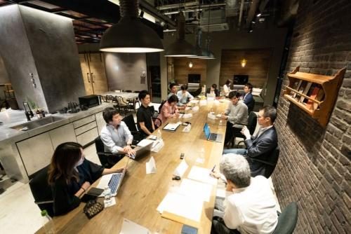 「オープン編集会議」メンバーから6人が取材に参加