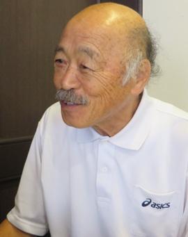 <b>黒田 和生(くろだ・かずお)</b><br />1949年3月8日生まれ。岡山県倉敷市出身。 岡山県立倉敷青陵高校を卒業後、東京教育大学に進学し、選手としてプレー。その後、神戸FCコーチに就任し、同クラブの監督も務める。滝川第二高校の監督を経て、2007年にヴィッセル神戸の普及育成事業本部長に就任。2009年からはユース(U-18)監督も兼任した。2012年に台湾へ渡り、ユース育成統括兼U-13/U-18代表監督として、現在も指導にあたっている。