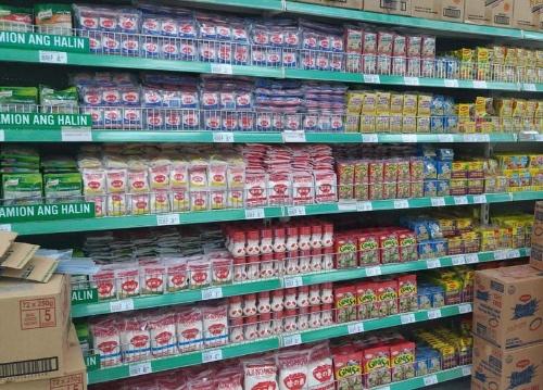 モダン・トレードでは、スーパーやコンビニとの取り引きが中心。上の写真では、うま味調味料の味の素が整然と並べられている