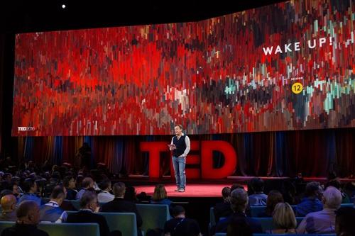 今年2月にカナダのバンクーバーで開催された「TED2016」の様子(写真:Marla Aufmuth/TED)