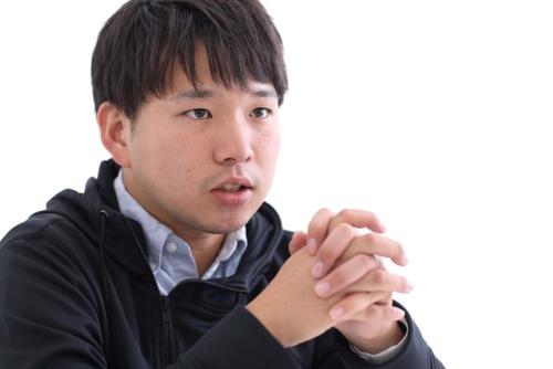 "<span class=""fontBold"">西村 創一朗氏(にしむら・そういちろう)</span><br /> 複業研究家/人事コンサルタント。1988年神奈川県生まれ。大学卒業後、2011年に新卒でリクルートキャリアに入社し、法人営業・新規事業開発・人事採用を歴任。本業の傍ら15年に株式会社HARESを創業し、17年1月に独立。独立後は複業研究家として、働き方改革の専門家として個人・企業向けにコンサルティングを行う。<br /> (写真=村田 和聡)"