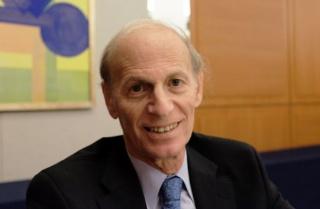 ジェフリー・べーダー氏(Jeffrey Bader)<br /> 米ブルッキングス研究所の上級研究員。外交政策が専門。オバマ政権において安全保障担当の大統領特別補佐官(国家安全保障会議=NSC=の上級アジア部長)を務めた。米政府で30年間働いた経験を持つ。活躍の場は国務省、NSC、通商代表部など多岐にわたった。著書に『オバマと中国』など