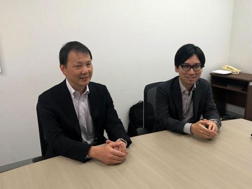 地域協創・ICT推進室の山崎浩司氏(左)と佐々木翔氏