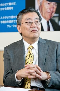 <b>日高 信彦 氏</b><br /> ガートナー ジャパン 代表取締役社長<br /> 1976年東京外語大外国語部卒業後、日本アイ・ビー・エム入社。1996年アプリケーション・システム開発部長。2001年アジア・パシフィックCRM/BIソリューション統括。2003年4月から現職。