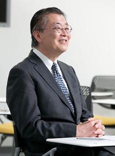 <b>日高信彦 氏<br /></b>ガートナー ジャパン 代表取締役社長 1976年東京外語大外国語部卒業後、日本アイ・ビー・エム入社。1996年アプリケーション・システム開発部長。2001年アジア・パシフィックCRM/BIソリューション統括。2003年4月から現職。