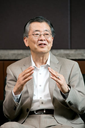 <b>日高 信彦 氏</b><br />ガートナー ジャパン 代表取締役社長<br />1976年東京外語大外国語部卒業後、日本アイ・ビー・エム入社。1996年アプリケーション・システム開発部長。2001年アジア・パシフィックCRM/BIソリューション統括。2003年4月から現職。