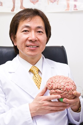 <b>加藤俊徳(かとう・としのり)</b><br />1961年、新潟県生まれ。株式会社脳の学校代表、加藤プラチナクリニック院長(港区白金台)。昭和大学客員教授。日米で医師としての研究・臨床活動の傍ら、独自のMRI脳画像鑑定技術を構築、胎児から超高齢者までヒトの脳を1万人以上分析。著書に「脳を強化する読書術」(朝日新聞出版)、「『めんどくさい』がなくなる脳」(SB Creative)等、多数。