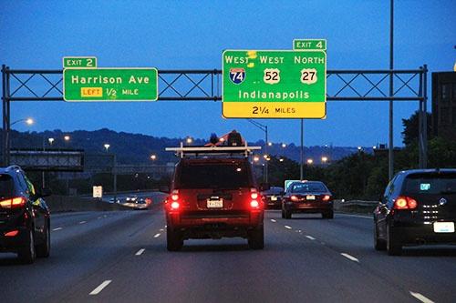 クルマに設置した赤外線カメラで道路の状況を撮影する(写真:ネクスコ・ウエスト USA提供)