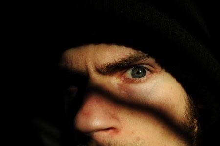 ストーカーと一般人の境目とは?(写真:vlue / 123RF)写真はイメージです