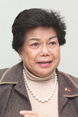 <b>リリア・デ・リマ 氏</b><br />フィリピン経済区庁長官・フィリピン貿易産業省副大臣<br />1945年生まれ。マニュエルケソン大学卒業、同大名誉法学博士。マニラワールドトレードセンターCOO(最高執行責任者)などを経て、1995年からフィリピン経済区庁(PEZA)長官を務める。大統領が替わってもその都度再指名を受け、歴代4大統領に仕える。海外からフィリピンへの企業誘致に尽力する。<br />(写真:山田 哲也)