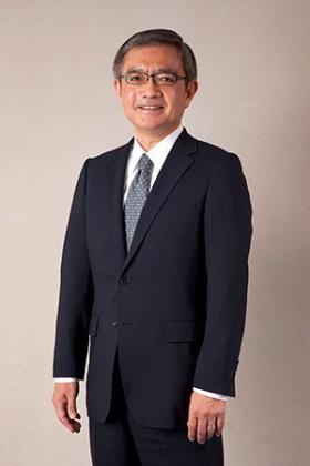 <b>清水 隆明氏(しみず・たかあき)</b><br/>NEC取締役執行役員常務兼チーフマーケティングオフィサー(CMO)<br/>1978年4月NEC入社。2006年4月官庁ソリューション事業本部長、2010年4月執行役員に就任。2011年7月執行役員常務、2013年4月執行役員常務兼 CMO(チーフマーケティングオフィサー)。2013年6月取締役 執行役員常務兼CMO(チーフマーケティングオフィサー)、現在に至る。国際ユニヴァーサルデザイン協議会(IAUD)理事長には2015年6月に就いた。