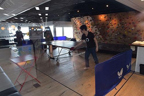 インディードのオフィスには、卓球スペースもある