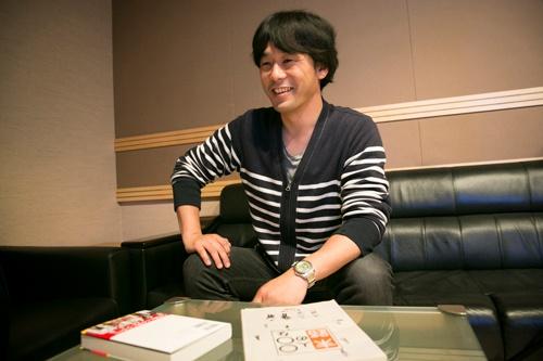 """<span class=""""fontBold"""">狩山 俊輔(かりやま・しゅんすけ)</span><br /> 1977年生まれ、大阪府出身。過去の主な作品に、テレビドラマ「セクシーボイスアンドロボ」(2007年)、「1ポンドの福音」(2008年)、「銭ゲバ」「サムライ・ハイスクール」(2009年)、「怪物くん」「Q10」(2010年)、「ダーティ・ママ!」(2012年)など。2011年には「妖怪人間ベム」を演出(写真は的野 弘路、ほかも同じ)"""