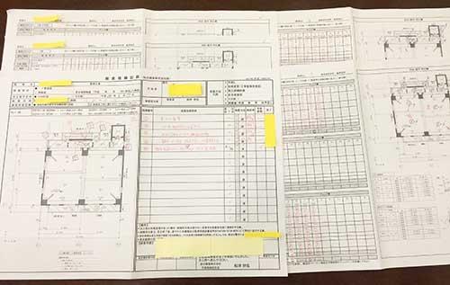 船津さんが新築マンションの施工確認をする際に使用している、実際の書類の一部。問題の指摘、是正(修正)を経て、問題がないことを確認する印鑑を押すときには、プレッシャーがのしかかるという