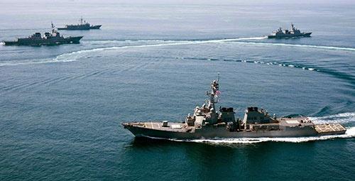 航行の自由作戦に向かう米海軍の駆逐艦「ラッセン」(写真:U.S. Navy/The New York Times/アフロ)