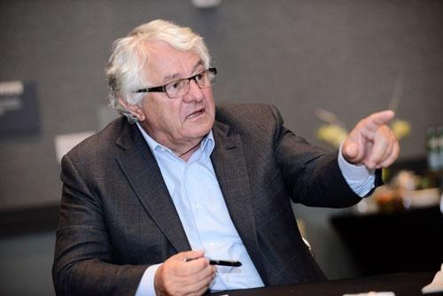 <b>ハッソ・プラットナー(Hasso Plattner)氏</b><br />SAP取締役会議長、チーフ・ソフトウェア・アドバイザー。1944年生まれ。72年、ドイツのヴァルドルフで米IBMの仲間4人と共にSAPを創業。技術者として、基幹製品であるERPソフトの開発を主導し続けた。97年から2003年まで会長兼CEO(最高経営責任者)。カリスマ経営者として、今も社内外で高い人気を誇る。(写真:Andrew Mathenson)