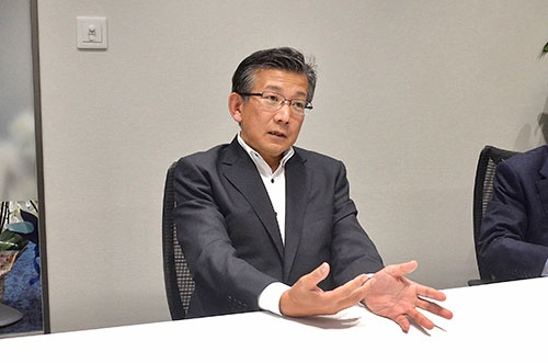 山下雅史(やました・まさし)氏<br>1983年東京大学法学部卒、日本長期信用銀行(現・新生銀行)入行。2010年執行役員総合企画部長、11年常務執行役員。16年11月ローソンバンク設立準備社長、18年7月ローソン銀行社長。千葉県柏市出身。59歳。
