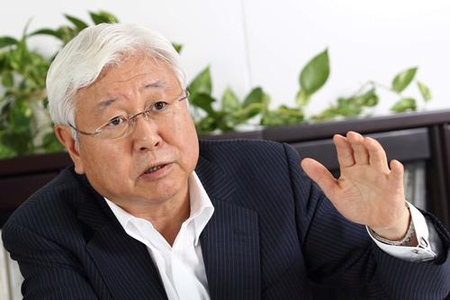 <b>鈴木豊(すずき・ゆかた)氏</b><br />1949年12月東京生まれ、66歳。73年立教大学経済学部経営学科卒業、キユーピー入社。2001年に取締役大阪支店長、その後常務取締役経営企画室管掌などを経て2004年に社長に就任。2011年に同社相談役に退き、2013年から顧問。2014年から山城経営研究所の社長に就任し、翌年キユーピーの顧問を退任した(写真:北山 宏一、以下同)