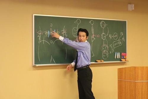 "<b>早川 卓也(はやかわ・たくや)</b><br /> 井本整体(<a href=""http://www.imoto-seitai.com/"" target=""_blank"">www.imoto-seitai.com</a>)認定指導者。千葉支部長。柔道整復師として臨床経験を重ねる中、平成4年、井本邦昭氏と出会い、整体の真髄に触れ、深い感銘を受ける。以来、井本整体の技術の習得と普及に情熱を傾ける。平成6年千葉県松戸市に整体指導室を開設。東京本部講師、朝日カルチャー新宿講師。人体力学・井本整体では、東京、大阪、札幌、福岡にて、各種定期講座や集中講座、体操レッスンを開いている。"