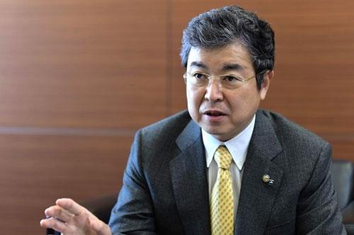 <b>たかはら・たかひさ</b><br />1961年愛媛県生まれ。86年成城大学経済学部卒業後、三和銀行(現・三菱東京UFJ銀行)に入行。91年にユニ・チャームに入社し、2001年から創業者で父の慶一朗氏(取締役ファウンダー)の後を継いで社長を務める(撮影:菊池一郎、以下同)