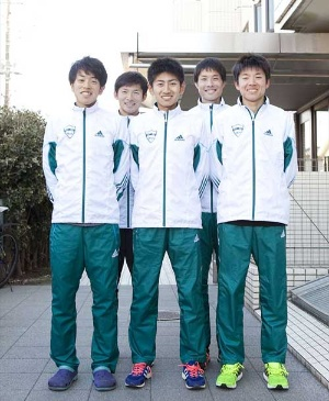 前列右から小野田勇次選手(1年生、6区)、田村和希選手(2年生、4区)、下田裕太選手(2年生、8区)。下田選手は2月末の東京マラソンで日本人2位。後列右から秋山雄飛選手(3年生、3区)、渡邉利典選手(4年生、10区)