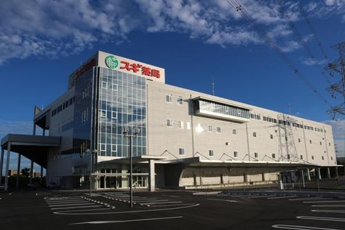 2016年8月に完成した大府センター(愛知県大府市)。物流を自社運営に切り替え、店舗運営のサポート業務を強化した。本部も入居している