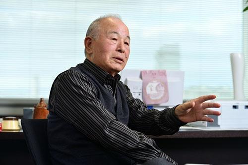 <b>おち・なおまさ</b> 1939年愛媛県生まれ。中学卒業後、大阪の靴下問屋に丁稚奉公。68年に独立し、ダンソックス(現タビオ)を創業。靴下の卸売りを始める。82年に小売りに進出。84年に「靴下屋」1号店をオープンすると同時にフランチャイズチェーン展開を開始。メード・イン・ジャパンにこだわり、品質の高さと独自の生産・販売管理システムでタビオを靴下のトップブランドに育て上げた。2000年大証2部に上場。02年英ロンドンに海外初となる店舗を出店。08年から会長。著書に『靴下バカ一代 奇天烈経営者の人生訓』(日経BP社)など。(写真:水野浩志)