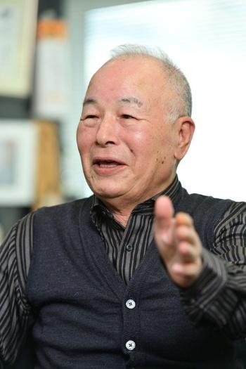 <b>おち・なおまさ</b> 1939年愛媛県生まれ。中学卒業後、大阪の靴下問屋に丁稚奉公。68年に独立し、ダンソックス(現タビオ)を創業。靴下の卸売りを始める。82年に小売りに進出。84年に「靴下屋」1号店をオープンすると同時にフランチャイズチェーン展開を開始。メード・イン・ジャパンにこだわり、品質の高さと独自の生産・販売管理システムでタビオを靴下のトップブランドに育て上げた。2000年大証2部に上場。02年英ロンドンに海外初となる店舗を出店。08年から会長。著書に『靴下バカ一代 奇天烈経営者の人生訓』(日経BP社)など。(写真:水野浩史)