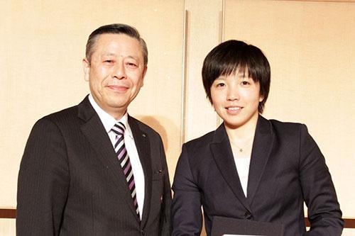 相澤氏と小平奈緒選手