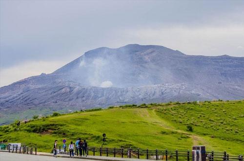 熊本には阿蘇山など外国人も集まる観光資源が多い