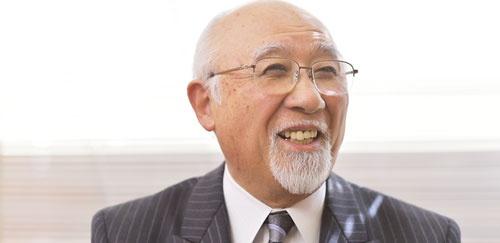 <b>是枝伸彦(これえだ・のぶひこ)氏</b><br/ >1937年鹿児島県生まれ。60年中央大学法学部卒業。東京オフィスマシン勤務を経て、65年ミロク経理に入社。77年ミロク情報サービスを設立し、取締役に就任。80年に社長、92年から会長を兼務し、2005年会長。テレコムサービス協会会長なども務める。(写真・菊池一郎、以下同)