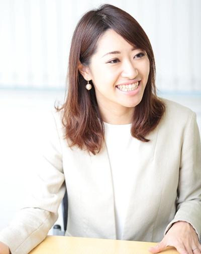 <b>米良はるか(めら・はるか)</b><br /> 1987年生まれ。2012年、慶應義塾大学大学院メディアデザイン研究科修了。大学院在学中にスタンフォード大学に留学。帰国後の11年3月に日本初のクラウドファンディングサービス「Readyfor」を立ち上げる。14年7月に法人化し、代表取締役に就任。World Economic Forumグローバルシェイパーズ2011に選出され、日本人史上最年少でスイスで行われたダボス会議に参加。内閣府「国・行政のあり方懇談会」懇談会メンバーなど国内外で数多くの役職を歴任(写真:鈴木愛子、以下同)