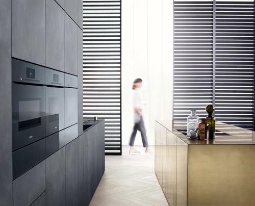 2016年に発表されたミーレのArtLineシリーズ。据え付け型のキッチン家電で取っ手がないのが特徴。タッチパネルに触れるとオーブンの扉が開く