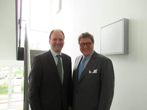 技術部門責任者のミーレ社長(左)とセールス&マーケティング部門責任者のツィンカン社長(右)。今も近くに住んでいる