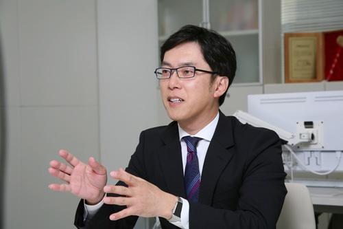 <b>のさか・えいご</b> 1972年神奈川県生まれ。2歳から10歳まではシンガポールで過ごす。日本大学在学中に、学園祭の実行委員、起業支援組織の立ち上げなど、社長になるための活動に積極的に参加。卒業後の95年10月、開業資金30万円で総合リユースショップ第1号店「トレジャーファクトリー足立本店」を開業した。 その後、服飾専門リユースショップなどさまざまな業態を開発。2007年12月に東証マザーズに上場。14年に東証1部に市場変更。著書に『資金30万円から100億円企業をつくった社長が教える 勝ち続ける会社をつくる 起業の教科書』(日本実業出版社)