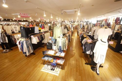 ニーズに合わせて、業態は変化し続けている。写真は中古衣料品専門店の「トレファクスタイル」