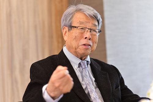 <b>牛尾治郎(うしお・じろう)氏</b><br>1931年兵庫県生まれ。53年東京大学法学部卒、東京銀行入行。米カリフォルニア大学大学院留学を経て、64年ウシオ電機を設立し社長に就任。79年会長に就任。経済同友会代表幹事、内閣府経済財政諮問会議議員などを歴任(写真:菊地一郎、以下同)