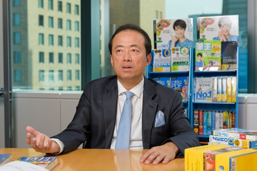 <b>まつだ・のりゆき</b> 1965年兵庫県生まれ。89年に大阪府立大学工学部数理工学科を卒業後、同年日本IBMに入社。SEとして金融系システム開発などに携わり、93年に独立。システム・コンサルタントを経て96年8月に、ソースネクストを創業。2008年には、東証一部に上場。現在は、パロアルト(シリコンバレー)の米国支社と東京本社を行き来しつつ、世界各国のリーディングカンパニーと精力的にビジネスを展開している。その他、新経済連盟の理事としても活動。
