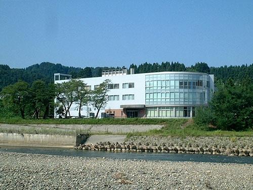 岩塚世界では、より素早い商品開発を目指すため、研究開発機能とマーケティング機能を集約したR&D・Mセンターを2006年に開設した