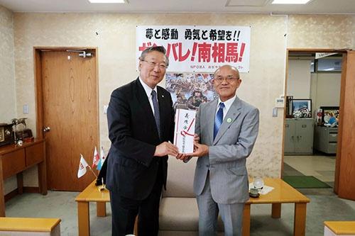 東日本大震災で長岡に避難してきていた南相馬市の市民との縁が続いている。同市の子供たちと商品を開発したり、義援金を贈呈したりしている