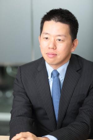 <b>高田旭人(たかた・あきと)氏</b><br /> 1979年長崎県生まれ。東京大学卒業。大手証券会社を経て、2004年、父・高田明氏が経営するジャパネットたかたに入社。コールセンターや物流センターの責任者を務めた。12年7月から副社長。15年1月、社長に就任(写真/鈴木愛子)