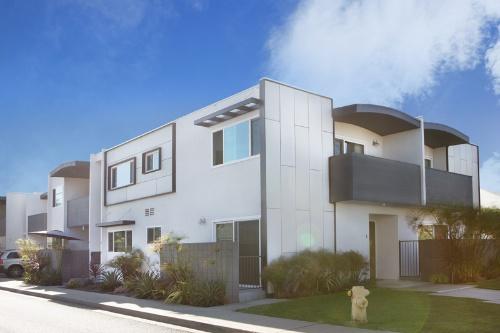 米国でも収益不動産ビジネスを始めた。顧客は国内と同じ、日本の富裕層。写真は、米ロサンゼルス市郊外で2018年3月期に販売した「Carnegie Apartments」