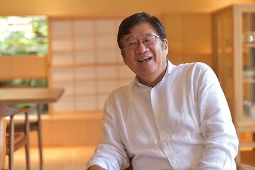 大林豁史(おおばやし・ひろふみ)氏: 1944年東京都生まれ。69年東京大学経済学部卒業後、日興証券を経て、73年ショウサンレストラン企画を設立(78年に日本レストランシステムに社名変更)、79年に社長、2005年会長。07年にドトールコーヒーと経営統合し、ドトール・日レスホールディングス会長に就任、現在は、ドトール・日レスホールディングス会長、子会社の日本レストランシステム会長兼社長。(写真・菊池一郎、以下同じ)