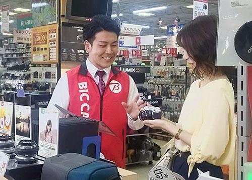 実店舗では、お客様に来てさえもらえれば、販売スタッフによる「お客様の困り事を解決する提案」という価値を提供できるという